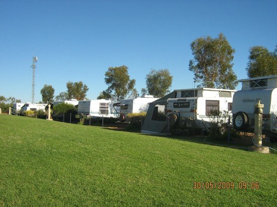 Explorers Caravan Park: Powered sites