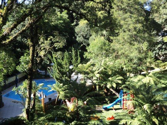 Hotel Recanto da Serra: Área de lazer e piscina.
