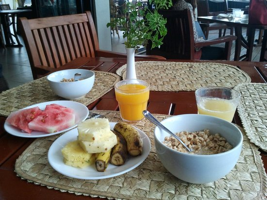 Anchorage Beach Resort: Continental breakfast