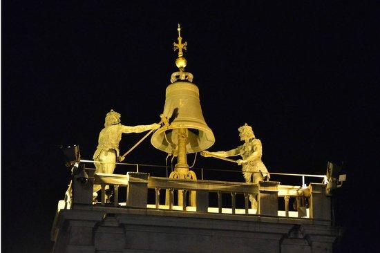 بست ويندوز: on top of our building