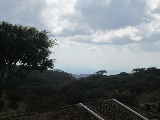 Hotel de Montaña Monteverde: View from outside one of the rooms