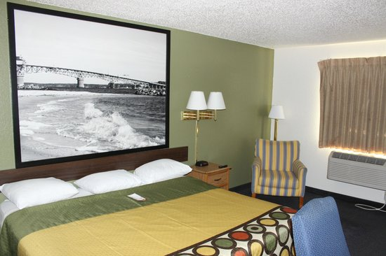 Super 8 Newport News/Jefferson Ave : Guest Room - Innovated Deluxe King Bed