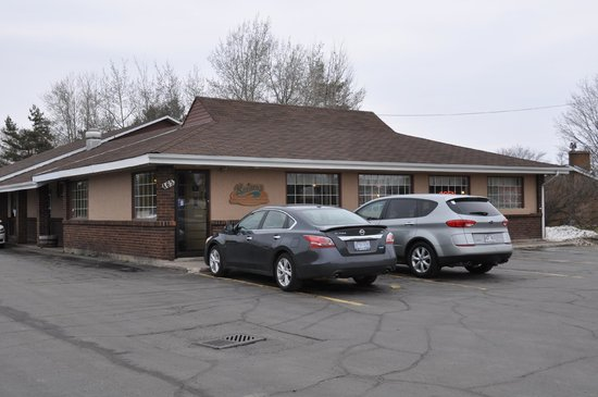 Sandro's Family Restaurant: Unassuming From the Outside
