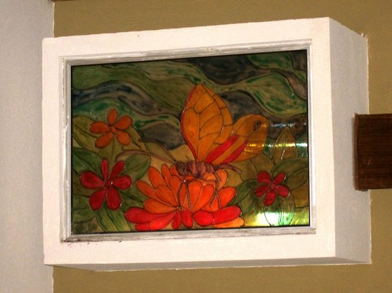 Hotel Karahe: Cool stained glass