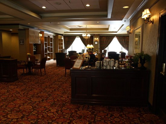 Delta Hotels by Marriott Kananaskis Lodge: Breakfast/Sitting Area - Signature Club
