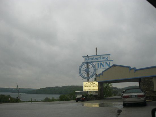 Table Rock Resorts at Kimberling: This is the sign out front as you drive up.