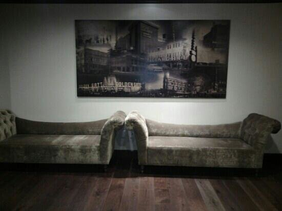 Golden Gate Hotel & Casino: Old Style couch
