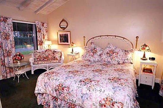 Cascade Falls Bed & Breakfast Photo
