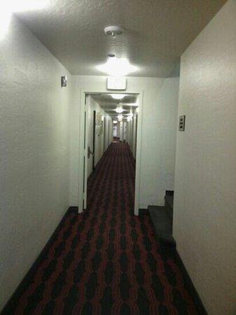 Golden Gate Hotel & Casino: hallway