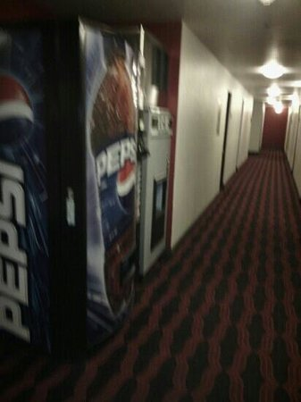 Golden Gate Hotel & Casino: Pepsi and Ice Machine by room 228
