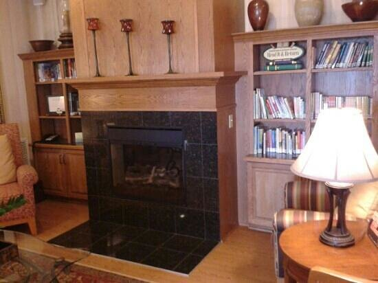 "Country Inn & Suites Peoria North: This was a nice surprise! A reading place with books to ""read and return""!"