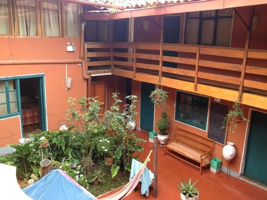 Pirwa Hostel Backpackers Familiar, San Blas: Pirwa courtyard...great cloud watching..and hammock