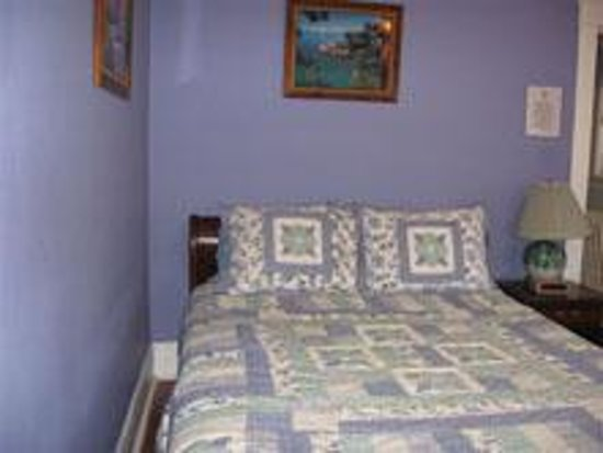 Ace of Hearts Bed and Breakfast: Sapphire Room