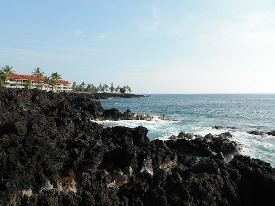 Keauhou Kona Surf & Racquet Club: View down lava coast in front of condos
