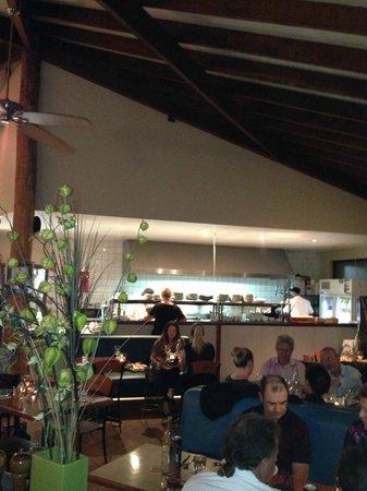 Waves Restaurant: Inside the resturant