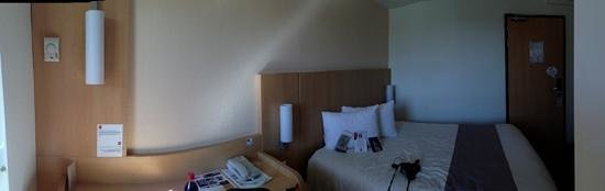 Ibis Marseille Centre Gare Saint Charles : Room at Ibis Gare St-Charles
