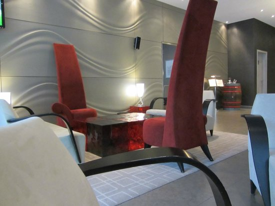 Abba Berlin Hotel: The single arm chairs at the lobby..