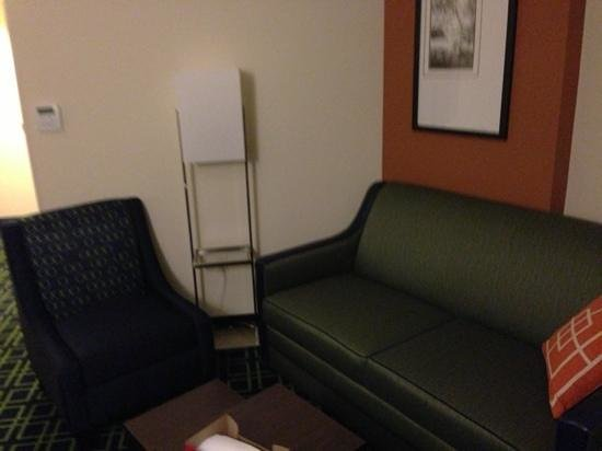 Fairfield Inn & Suites Tacoma Puyallup : sitting area as part of suit