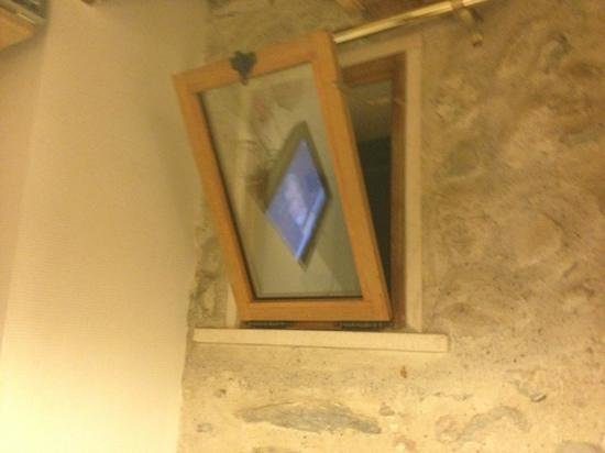 La Colombiere: Fenster mit Blick ins Treppenhaus