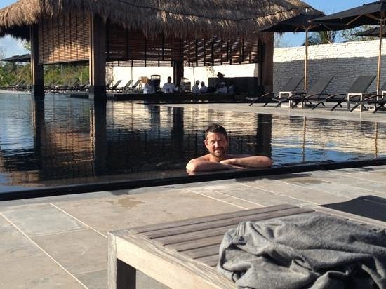 NIZUC Resort and Spa: main pool with swim up bar in background.