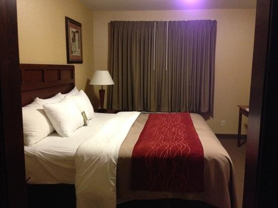 "Comfort Inn: ""Master"" Bedroom"