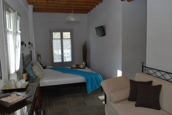 Myrto Hotel: Triple bed with sea view balcony