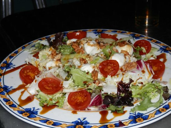 Restobar Montevideo: ensaladas de varios tipos