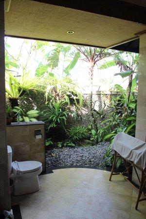 Villa Ibu : Outdoor bathroom