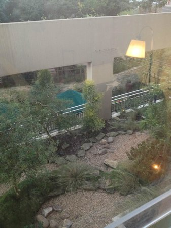 Protea Hotel Umhlanga Ridge: View from the room to the garden