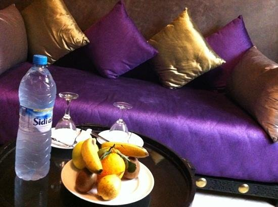 Riad Andalib : fresh fruit and water in the rooms