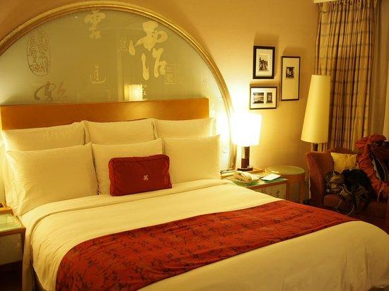 Renaissance Shanghai Pudong Hotel: Bed