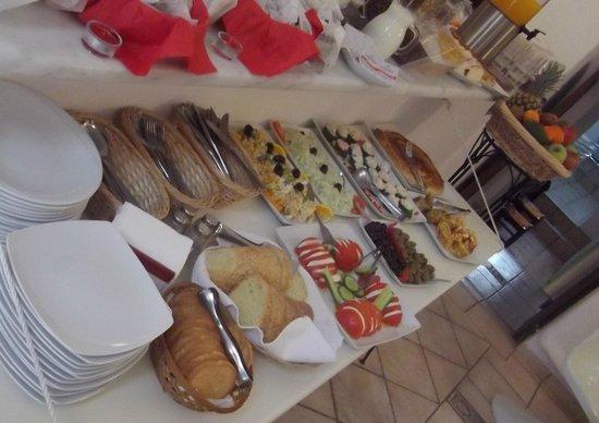 The Museum Spa Wellness Santorini Hotel: Breakfast