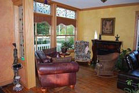 la maison jaune bewertungen fotos radium hot springs. Black Bedroom Furniture Sets. Home Design Ideas