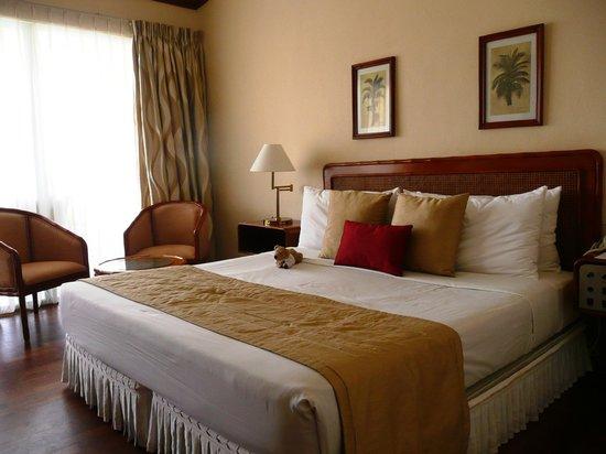 Eden Resort & Spa: nette Zimmer, die 11/2013 trotzdem renoviert werden