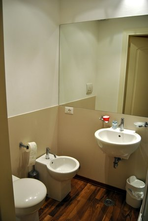 Acca Hotel: Banheiro