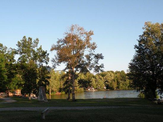 Rongie Lake Motel