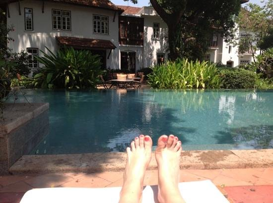 Old Harbour Hotel: hot is an understatement but the pool is a blessing