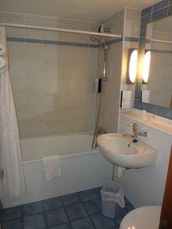 Campanile Aix En Provence Est - Meyreuil: la salle de bain