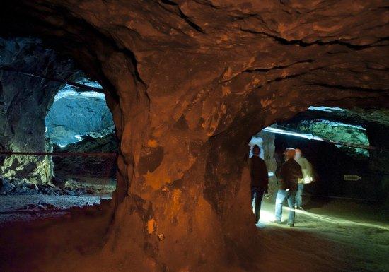 Les galeries des mines d'asphalte