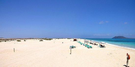 ClubHotel Riu Oliva Beach Resort : Playa Corralejo al Norte del otro  Hotel Riu