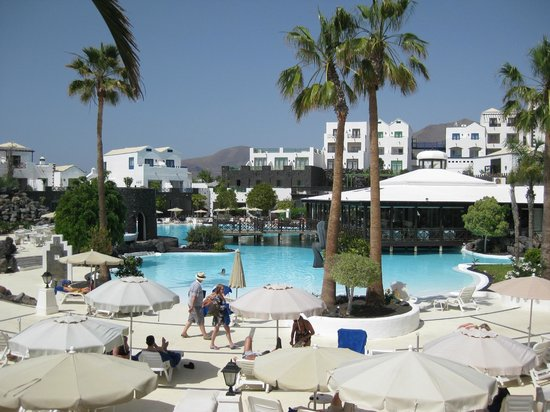Hotel THe Volcan Lanzarote: Main Pool, largest of 5