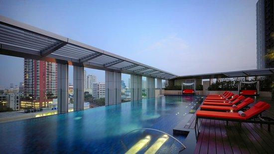 Bangkok Marriott Hotel Sukhumvit: Swimming Pool