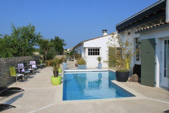 L'ile Sous Le Vent - L'Hotel - La Table : PISCINE et HOTEL