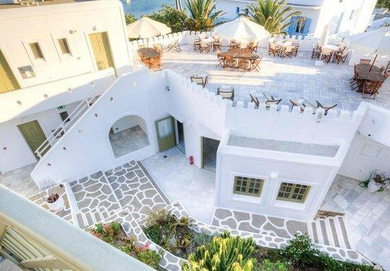 Artemis Hotel: Roof Garden