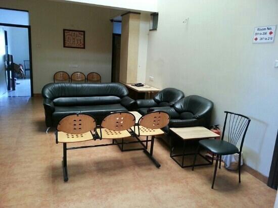 Hotel Rajmahal: first floor lounge area.