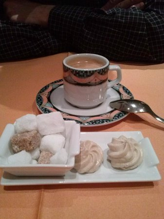 Restaurant les Marronniers: café et meringues au café