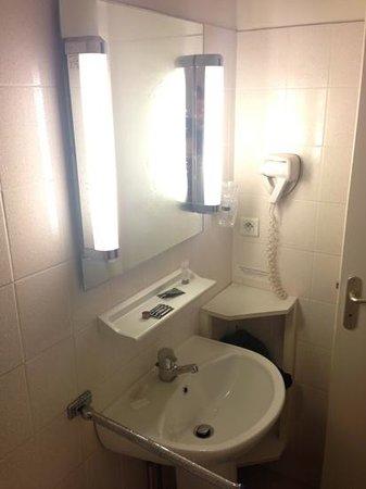 Hotel De Noailles: bath