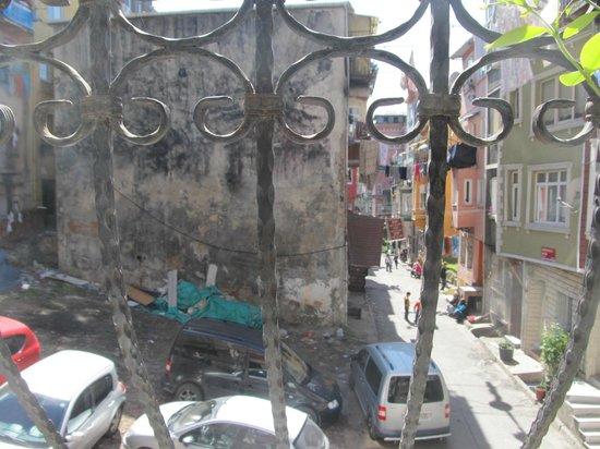 Istanbul Apartments Istiklal: Vue de la chambre