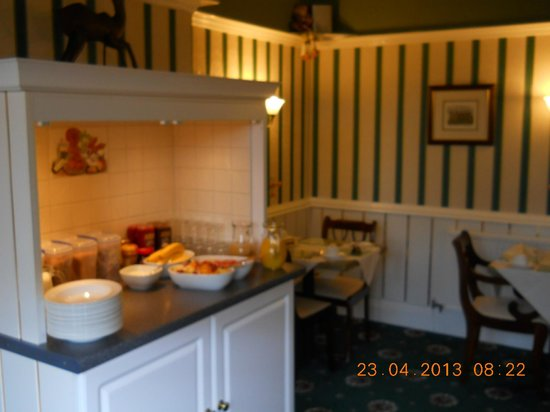 Brigstock House: Dining Room ready for breakfast