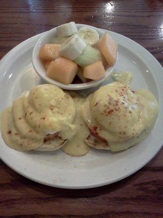 Elaine's Cafe: Eggs Benedict